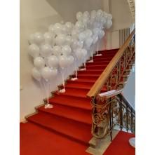 100 balionų ant laiptų