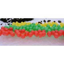 Oru pripūsti balionai ant pagaliukų